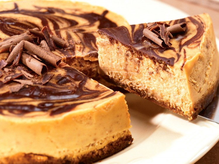 Delicious pumpkin and chocolate cheesecake is easily made in the crockpot.