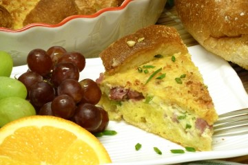 Delicious Denver omelet pie is loaded with cheese, ham, and vegetable for a great brunch, breakfast or dinner.