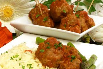 Comfort food at its best, classic homemade meatballs with zesty Heinz 57 sauce.