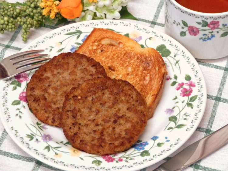 Cut the fat but not the flavor with these delicious spicy turkey breakfast patties.