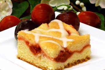 Fruit cheese coffee cake has layers of fuit pie filling and sweetened cheese, topped with a simple glaze. Beautiful and tasty.