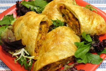 Bacon Cheeseburger Puff Rolls are juicy burger bites wrapped in puff pastry. Get in my belly!