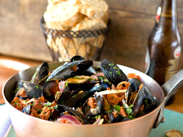 Mussels with Italian Sausage is a fabulous, easy seafood dish with the flavors of Italy.